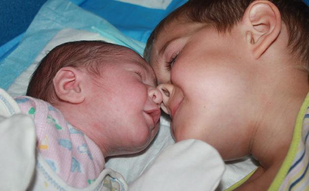 Как помочь детям стать друзьями на всю жизнь. Подготовка старшего ребенка к рождению младшего— несколько важных советов