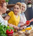 Как питаться женщине «от девочки до бабушки», чтобы быть красивой и здоровой