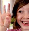 Когда заканчивается жизнь молочных зубов? Выпадут все или кто-то останется?