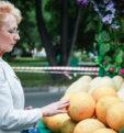 Как правильно выбрать хорошую спелую дыньку, чтобы избежать проблем с животом