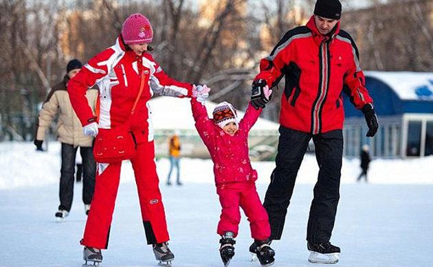 Несколько советов как научить ребенка кататься на коньках без травм и лишней траты денег