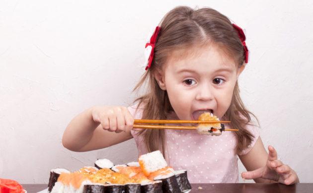 Можно ли детям есть суши и роллы?